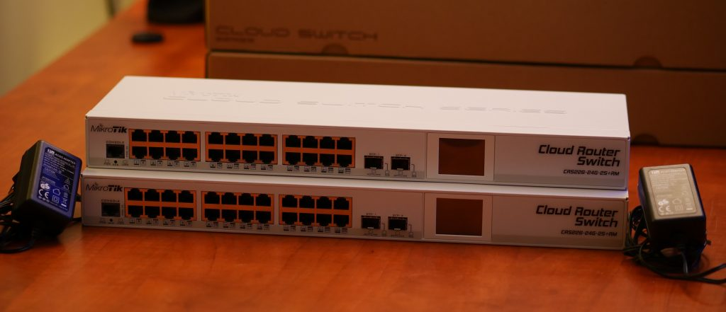 24x Gigabit Ethernet Smart Switch, 2x SFP+ cages, LCD, 400MHz CPU, 64MB RAM, 1U rackmount case, RouterOS L5