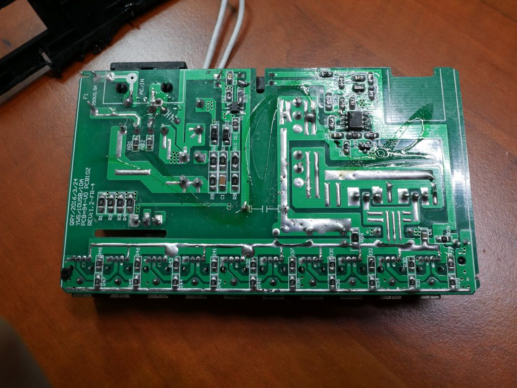 The back side of the PCB. Nicely laid out, cut out slots, tinned lanes to up power capacity, not too shabby at all!